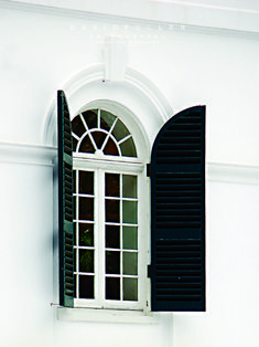 """Window detail from Edith Wharton's former home, """"The Mount"""" in Lennox, MA. Davidfullerphotography:the mount / lenox ma david fuller photo credit. Classic House, Modern Classic, Black And White Love, White Chic, Window Detail, House Windows, Entrance Doors, White Houses, Architecture Details"""