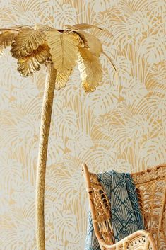 Fluffy palm leaves made of flock fibres in a grey-white hue create a tactile relief which stands out in an almost three-dimensional way from the pe. Persephone, Tapete Gold, Flock Wallpaper, Tropical Wallpaper, Beige Background, Flocking, Three Dimensional, Dusk, Decoration