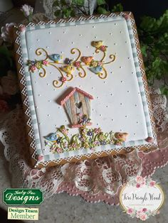 Large cookie using Sugar Buttons Birdhouse Mould.