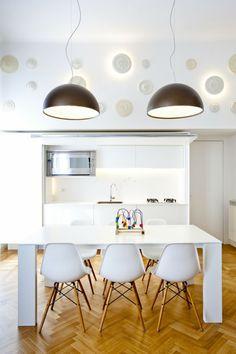 lámparas marrones en la cocina al estilo minimalista blanca