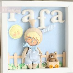 Rafa. Cuadro personalizado hecho a mano Felt Crafts, Diy And Crafts, Arts And Crafts, Baby Deco, Felt Wreath, Felt Mobile, Felt Baby, Hand Embroidery Stitches, Sewing Dolls