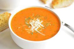 La meilleure recette de soupe tomate et basilic! Healthy Soup Recipes, Vegetarian Recipes, Cooking Recipes, The Best Tomato Basil Soup Recipe, Tomato Soup, Cauliflower Soup, Soup And Salad, Soups And Stews, Stuffed Peppers