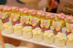 Blog Meu Dia D Mãe - Festa Inspiração Tema Jardim Encantado - Comemore Design de Eventos (7) Butterfly Birthday Party, Fairy Birthday Party, Girl Birthday, Birthday Parties, Party Desserts, Party Cakes, Butterfly Cupcakes, Alice, Fondant Wedding Cakes
