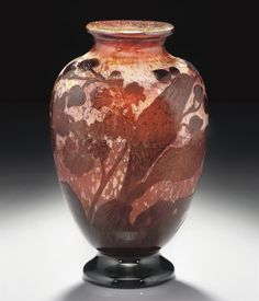 EMILE GALLÉ -  A FIRE-POLISHED CAMEO GLASS VASE, CIRCA 1900.