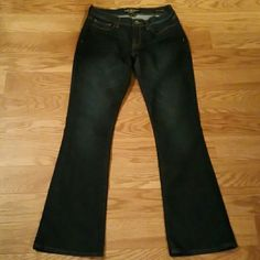 "LUCKY BRAND JEANS Lucky brand dark blue jeans 3 front and 2 back pockets. Inseam Length 32"" (brand new never worn no tags) Lucky Brand Jeans Boot Cut"