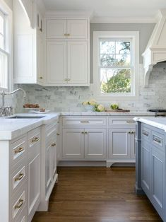 Antique white kitchen cabinets - See the before and after pictures of this farmhouse kitchen renovation with dark wood cabinets, quartz countertops and tile floors. Classic Kitchen, New Kitchen, Kitchen Decor, Kitchen Ideas, Kitchen White, Cheap Kitchen, Stylish Kitchen, Kitchen Layout, Kitchen Designs