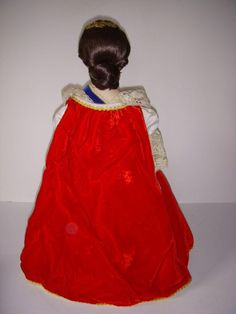 Franklin Dolls and Catalogues: Franklin mint Doll Collection Queens of England 1982 to 85 White Satin Dress, White Lace, Velvet Hat, Blue Velvet, Brocade Dresses, Satin Dresses, Queen Mary 1, Catherine Of Aragon, Sleeveless Coat