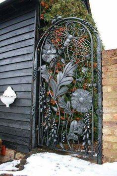 Siyah Yaprak Ferforje Bahçe Kapısı