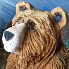 Chainsaw Carvings, Wood Carvings, Simple Wood Carving, Bear Cartoon, Case, Wood Burning, Wood Art, Bears, Lion Sculpture