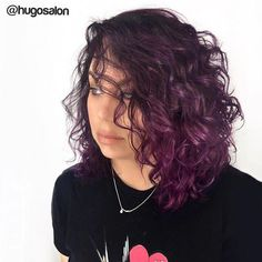 Curly purple hair Curly purple hair Para seeing that cacheadas age crespas, dormir sem desmanchar os in this handset cachos parece até um sonho! Só cual é po. Curly Purple Hair, Ombre Curly Hair, Best Ombre Hair, Brown Ombre Hair, Colored Curly Hair, Ombre Hair Color, Purple Wig, Medium Hair Styles, Curly Hair Styles