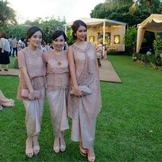 """26 Likes, 1 Comments - Inspirasi Gaun, Kebaya, Batik (@inspirasigaunkebayabatik) on Instagram: """"source: @yovikawizuraida (diambil dari berbagai sumber) . . . #kebaya #inspirasikebaya…"""""""
