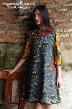 batik amarillis's joyluck dress 2014 made with batik wonogiren,Indonesia… Batik Fashion, Ethnic Fashion, Muslim Fashion, Blouse Batik, Batik Dress, Cheongsam Modern, Batik Kebaya, Amarillis, Hijab Fashion Inspiration