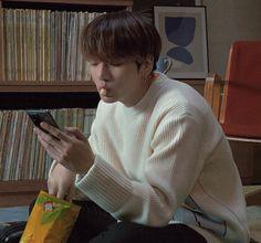 See more ideas about Bts, Taehyung and Boyfriend material. Jungkook Smile, Jungkook Selca, Taehyung, Jungkook Eating, Jungkook Aesthetic, Albedo, Bts Group, Jung Hoseok, Boyfriend Material
