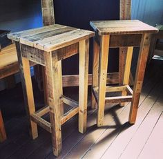Can projects to try pallet bar stools, pallet bar, pallet stool. Bar Pallet, Pallet Bar Stools, Pallet Stool, Diy Stool, Pallet Furniture, Furniture Projects, Diy Bar Stools, Crate Stools, Rustic Bar Stools