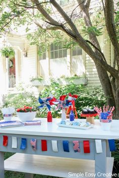 These fun and easy of July Table Decorations make any table sparkle! Learn how to make pinwheels with colorful patriotic colors. Simple Table Decorations, Simple Centerpieces, 4th Of July Decorations, Fourth Of July Drinks, 4th Of July Party, July 4th, How To Make Pinwheels, Paper Flower Centerpieces, Creative Circle