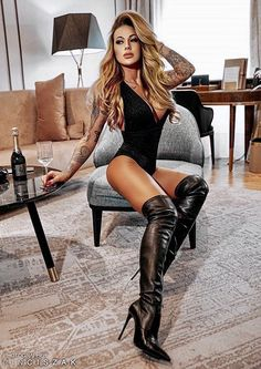 Sexy Bikini, Women With Beautiful Legs, Frauen In High Heels, Botas Sexy, Leder Outfits, Fashion Tights, Great Legs, Sexy Boots, Look At You