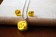 Sunshine Summer Rose Necklace | AllFreeJewelryMaking.com