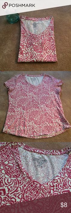 Pink paisley v-neck tee shirt Pink paisley on white v-neck tee perfect for the upcoming spring and summer months! Great gently used condition with no stains or holes. Faded Glory Tops Tees - Short Sleeve