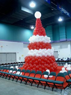 Red & White Christmas Tree Christmas Tree Arch, Unusual Christmas Trees, Christmas Balloons, All Things Christmas, Christmas Themes, White Christmas, Christmas Decorations, Holiday Decor, Balloon Tree