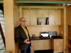 VIDEO: Tiny House Nation: Taking a Tour Around The Crib (S1, E2) - In this scene, Jeff Broadhurst gives a tour of the tiny--yet highly functional--studio space he calls The Crib.