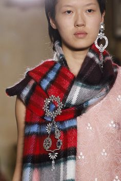 Burberry Fall 2017 Ready-to-Wear Fashion Show Details