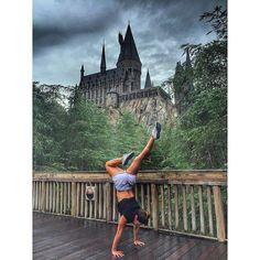 """""""Harry Potter!  Por mais que tenham me avisado quão impressionante é, eu não podia imaginar que ia me emocionar tanto! Gente, eu li todos os livros,…"""""""