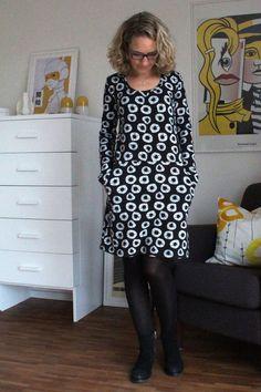 Kleid Frau Fannie (Schnittreif) Clothes Dye, Sewing Clothes, Diy Clothes, Easy Sewing Patterns, Clothing Patterns, Dress Patterns, Sewing Ideas, Lace Dress With Sleeves, Dressy Dresses
