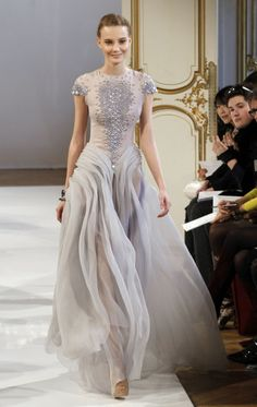 this is not a Chanel gown. Christophe Josse is an Official Member of the Chambre Syndicale de la Haute Couture in Paris. This exquisite gown is from his Haute Couture S/S 2012 Collection. Style Haute Couture, Couture Fashion, Runway Fashion, Womens Fashion, Chanel Couture, Chanel Fashion, Couture Week, Beautiful Gowns, Beautiful Outfits