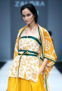 SMM (Sejauh Mata Memandang) -  Indonesian Designer,Chitra Subiyakto Batik Fashion, Ethnic Fashion, Fashion Prints, Batik Kebaya, Batik Dress, Jakarta Fashion Week, Palembang, Fashion Details, Fashion Design