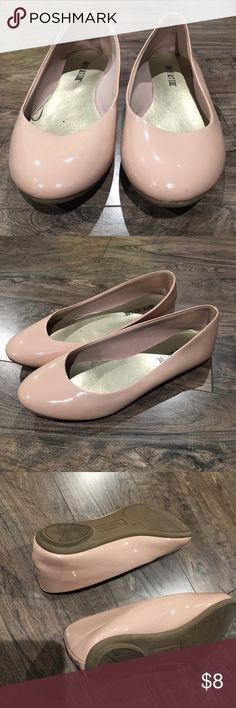 NWOT Adorable Nude Flats These have never been worn and are the perfect addition to your wardrobe! ❤️ lower east side Shoes Flats & Loafers