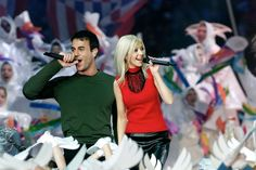 2000: CHRISTINA AGUILERA AND ENRIQUE IGLESIAS performing at the Super Bowl halftime show - Getty - ELLE.com