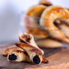 Zaručená tradičná špecialita so 400-ročnou históriou. Od roku 2012 je táto typická… Doughnut, Desserts, Food, Basket, Tailgate Desserts, Deserts, Essen, Postres, Meals