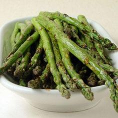 Grilled Asparagus with Balsamic Vinegar......  One cooking class at Harvard teaches students how to prepare and cook fresh vegetables. In this recipe, students learn how to cook asparagus.