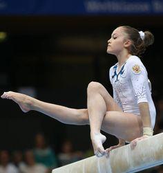 Kids Gymnastics, Gymnastics Pictures, Artistic Gymnastics, Rhythmic Gymnastics, Gymnastics Photography, Girl Photography Poses, Gymnastics Flexibility, Dream Bodies, Pose Reference Photo
