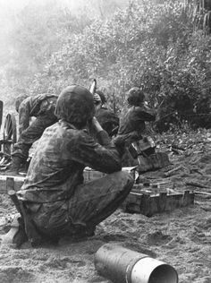 Marine riflemen take on Japanesesnipers while others put a captured37mm field gun into operation duringthe raid on Koiari. Parachutists and raidersexpected to surprise the enemy, butwere themselves surprised instead whenthey landed in the midst of a well defendedsupply dump. The enemypinned the Marines to the beach withheavy fire, until evening.