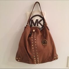 ✨Party Priced✨MK Studded Leather Hobo This preowned Michael Kors Astor genuine leather handbag is very spacious and has an easy-to-carry-shape. Single leather shoulderstrap with top magnetic snap closure. Interior has MK Monogram fabric with a zipper closure, 3 open slots, and 1 cell phone slot. MSRP: $448 Michael Kors Bags