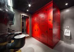Red-Accent-of-the-Wall-Accent-near-Washbasin