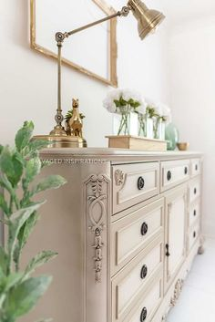 How to Blend Paint Colors - Dixie Belle Paint Company Decor Style Home Decor Style Decor Tips Maintenance Furniture Painting Techniques, Chalk Paint Furniture, Metal Furniture, Shabby Chic Furniture, Cheap Furniture, Sanding Furniture, Redoing Furniture, Furniture Buyers, Paint Techniques