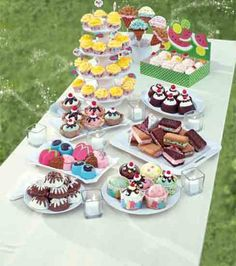 Pretty desserts for your #gardenparty guests from @Wilton Cake Decorating Cake Decorating