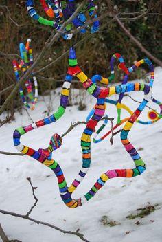 Verschiedene Unterrichtsbeispiele zu Niki de Saint Phalle im Kunstunterricht , 4.-6. Klasse, Der Feuervogel, Nanaskulpturen, Grotten im Schuhkartion, tanzende Nanas