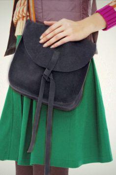 Zelf een dames schoudertas maken? Bestel het Knipmode naaipatroon, ontvang het patroon thuis per post en ga direct aan de slag!