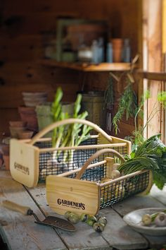 Garden harvest basket - a great gift for the gardener in your life Vegetable Storage Rack, Garden Tool Storage, Garden Tools, Farm Tools, Garden Trowel, Potato Storage, Onion Storage, Picnic Items, How To Store Potatoes