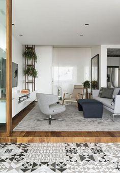 Este lindo apartamento é resultado de uma completa reformulação de layout e decoração. A maior transformação feita pelo arquiteto Diego Revollo foi na cozi