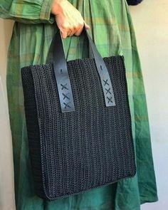 Crochet Shell Stitch, Crochet Tote, Crochet Handbags, Crochet Purses, Love Crochet, Beautiful Crochet, Crochet Baskets, Crochet Ideas, Crochet Shoulder Bags