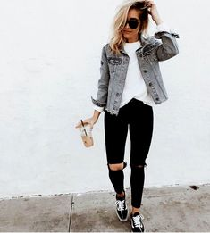 Casual Outfits With Denim Jeans For College This Fall 2018 36 . - Casual Outfits With Denim Jeans For College This Fall 2018 36 # Best - Outfit Jeans, Vans Old Skool Outfit, Light Jeans Outfit, Fall Winter Outfits, Summer Outfits, Holiday Outfits, Halloween Outfits, Holiday Clothes, Winter Clothes