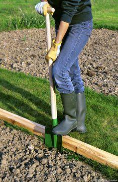 Geste pour les bordures Plus Garden Online, Garden Planters, Permaculture, Horticulture, Garden Inspiration, Organic Gardening, Garden Tools, Garden Ideas, Outdoor Gardens