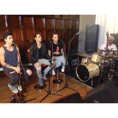 """Ontem, 11, os meninos fizeram a gravação do programa MTV """"Papito in love"""" o que vocês acham que vai rolar?"""