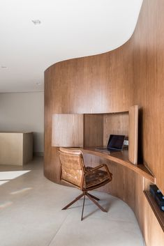 Image 2 of 30 from gallery of Duplex Curve / Mandarina Arquitetura. Photograph by Nathalie Artaxo Curved Wood, Curved Walls, Interior Architecture, Interior And Exterior, Home Office Design, House Design, Home And Deco, Office Interiors, Interiores Design