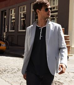 Matthew Gray Gubler I'm right here. why r u looking over there? lol (sigh...I wish)
