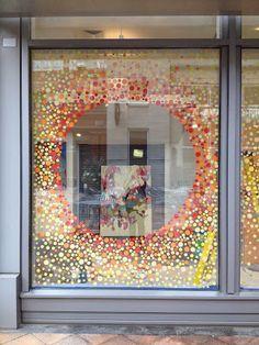 Spring Window Display, Window Display Retail, Window Mural, Window Decals, Store Front Windows, Retail Store Design, Retail Stores, Posca Art, Visual Merchandising Displays